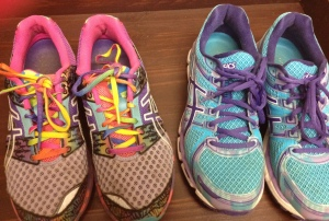 Yes, that's a Gel-Noosa Tri on the left!  LOVED these for short, fast runs in the past.